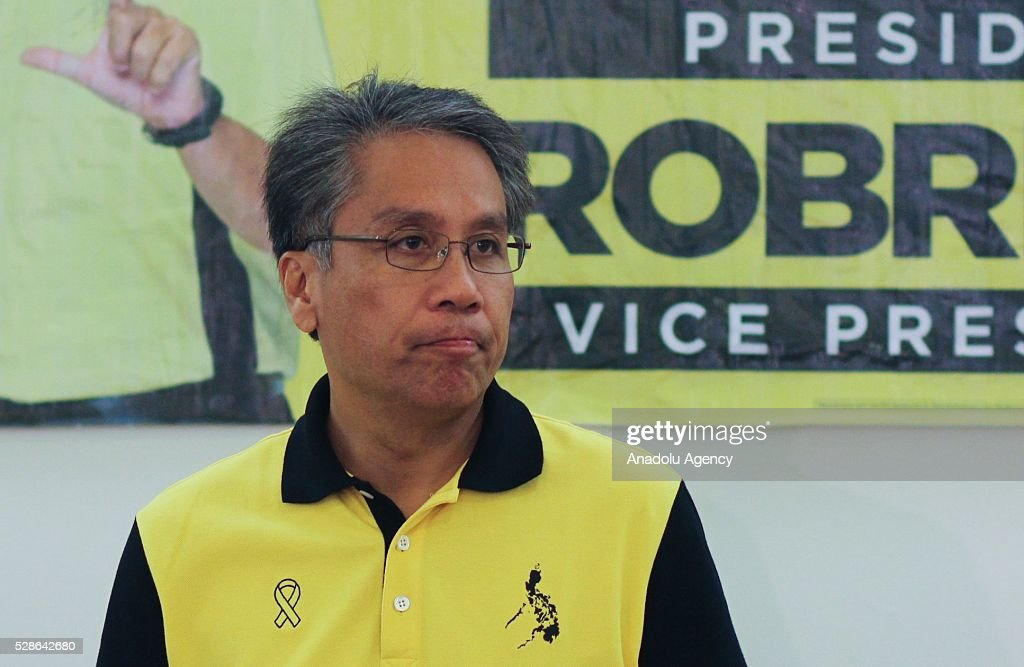 Presidential candidate Mar Roxas speaks to members of the media during a press conference for his announcement in their headquarters located Quezon City, northeast of Manila, Philippines on May 6, 2016.