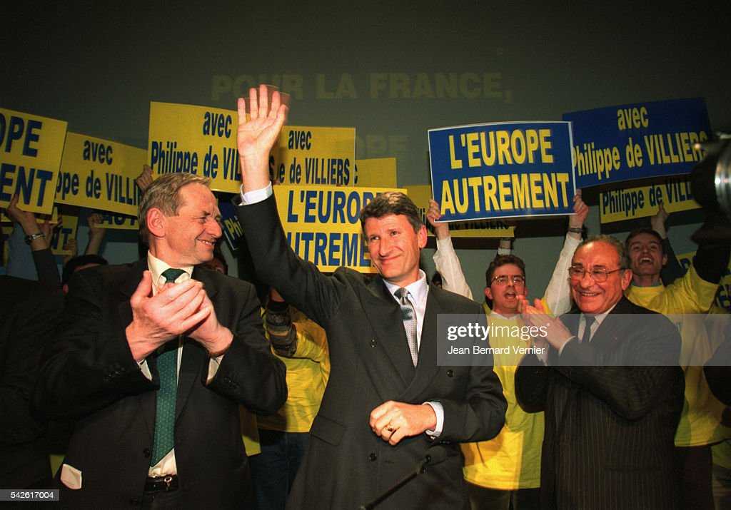 Presidential candidate <a gi-track='captionPersonalityLinkClicked' href=/galleries/search?phrase=Philippe+de+Villiers&family=editorial&specificpeople=602682 ng-click='$event.stopPropagation()'>Philippe de Villiers</a> (center) campaigns for the 2002 French presidential election. Joining him is professor Lucien Israel, head of his campaign.
