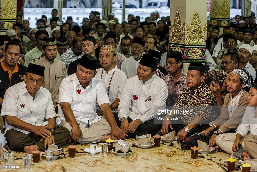 Presidential candidate <a gi-track='captionPersonalityLinkClicked' href=/galleries/search?phrase=Prabowo+Subianto&family=editorial&specificpeople=3051840 ng-click='$event.stopPropagation()'>Prabowo Subianto</a> (2nd from L), attends the fasting break with supporters at Kauman Great Mosque during meets with Sultan of Yogyakarta Hamengkubuwono X on July 1, 2014 in Yogyakarta, Indonesia. The Indonesian presidential election will be held next week on July 9th. <a gi-track='captionPersonalityLinkClicked' href=/galleries/search?phrase=Prabowo+Subianto&family=editorial&specificpeople=3051840 ng-click='$event.stopPropagation()'>Prabowo Subianto</a> is currently campaigning in Yogyakarta.