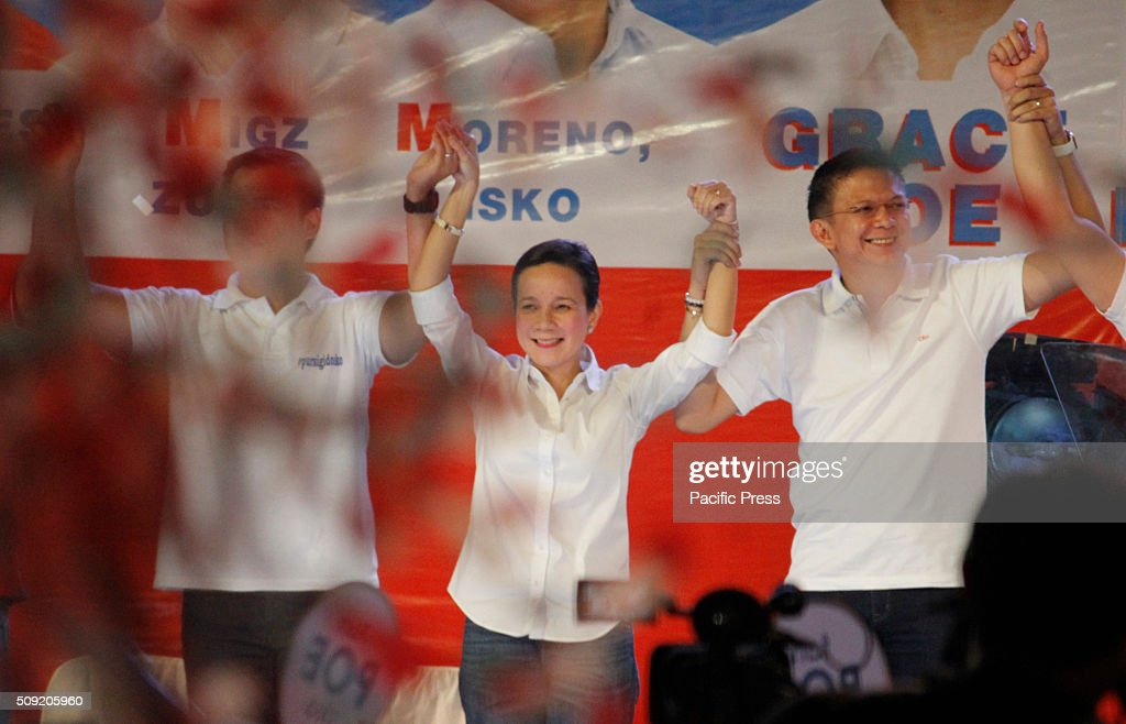 Presidential candidate Senator Grace Poe, with her running mate Senator Francis Escudero gestures during their election campaign at Plaza Miranda in Manila. Senator Poe maintained her lead in the presidential race despite issues on citizenship. On the latest survey by Laylo, Poe got 29% followed by Vice President Jejomar Binay and former Interior and Local Government Secretary Mar Roxas which tied in the second place with 22%. The survey came as the campaign period officially starts today.