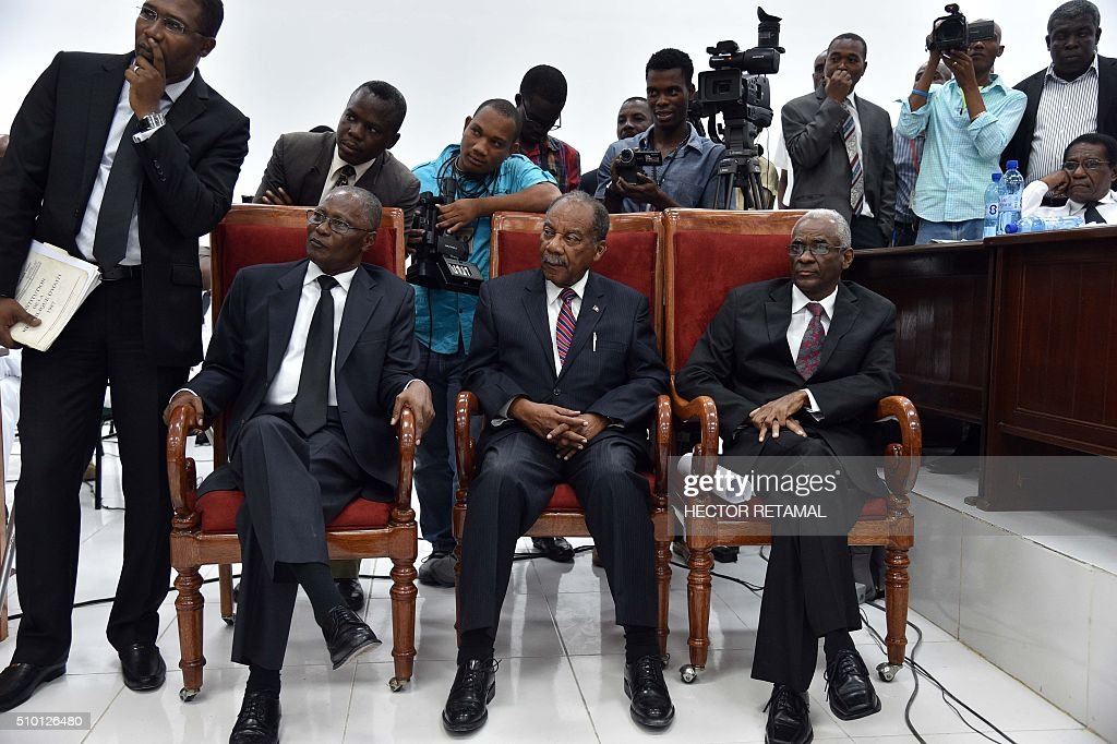 Presidential candidates, Senator Jocelerme Privert (L), Dejean Belezaire (C) and Edgard Leblanc (R) listen during a ceremony to elect a provisional president, February 14, 2016 in National Assembly of the Haitian Parliament in Port-au-Prince. Haitian lawmakers were set to elect an interim president to fill the power vacuum following the departure of Michel Martelly, after a vote to choose his replacement was postponed over fears of violence. / AFP / HECTOR RETAMAL
