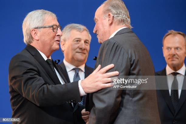 Presidentof the EU Commission JeanClaude Juncker welcomes Spanish King King Juan Carlos as they stand next to President of the European Parliament...