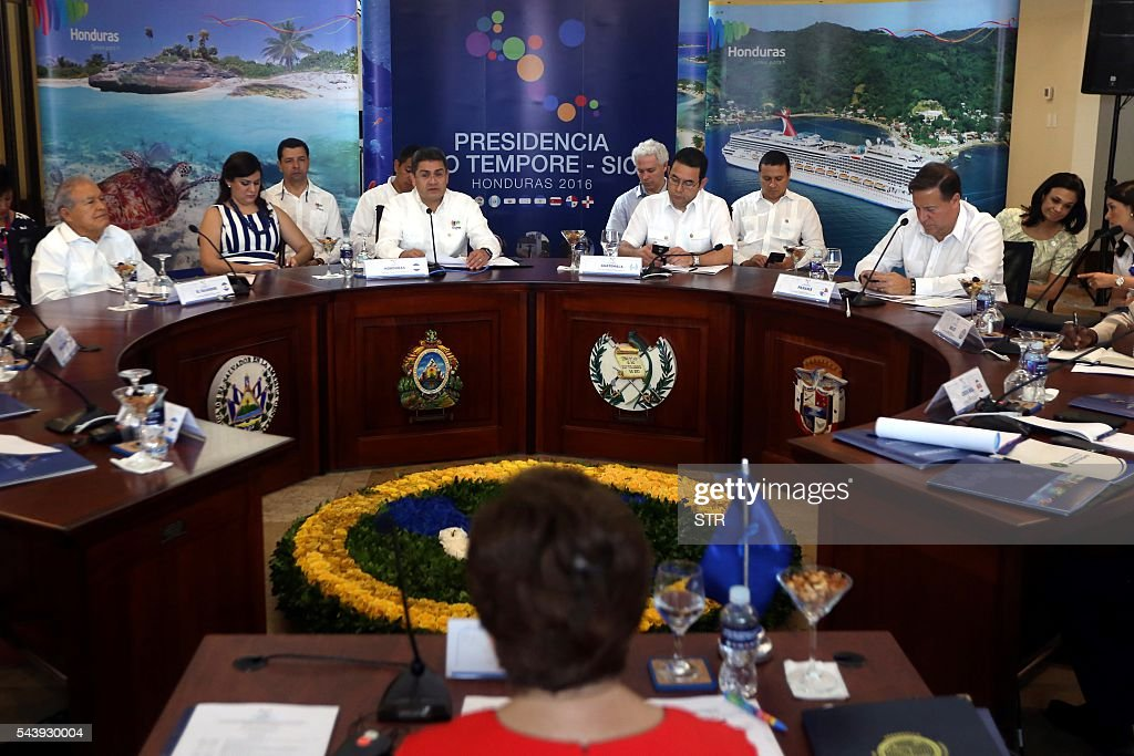 Presidents Salvador Sanchez Ceren of El Salvador, Juan Orlando Hernandez of Honduras, Jimmy Morales of Guatemala and Juan Carlos Varela of Panama take part in the XLVII Ordinary Meeting of the chiefs of state members of the Central American Integration System (SICA) in Roatan island, Honduras, on June 30, 2016. Belize, Costa Rica, El Salvador, Guatemala, Honduras, Nicaragua, Panama and Dominican Republic are members of the SICA. / AFP / STR
