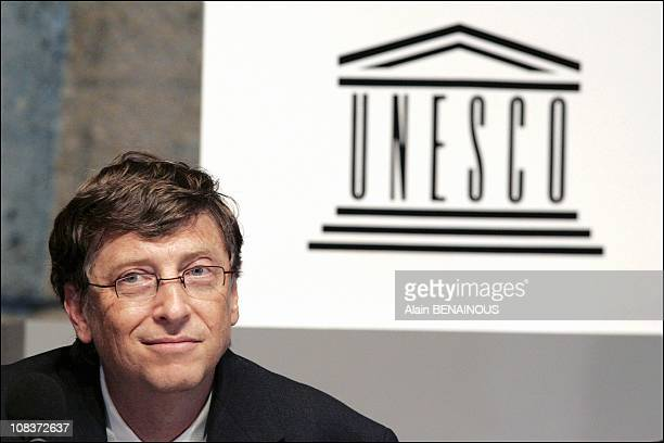 Press conference of Bill Gates and Koichiro Matsuura for the cooperation agreement between Microsoft and UNESCO in Paris France on November 17 2004
