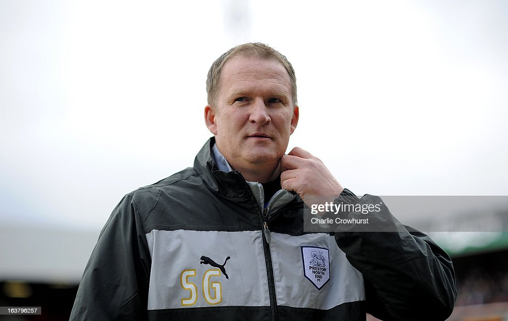 Preston manager <a gi-track='captionPersonalityLinkClicked' href=/galleries/search?phrase=Simon+Grayson&family=editorial&specificpeople=2595100 ng-click='$event.stopPropagation()'>Simon Grayson</a> prior to the npower League One match between Brentford and Preston North End at Griffin Park on March 16, 2013 in London, England,