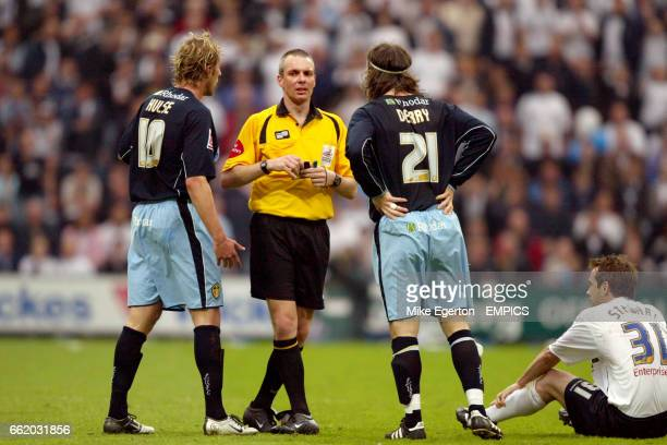 Preston North End's Marcus Stewart sits down whilst Leeds United's Rob Hulse and Shaun Derry talk to the referee