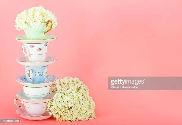 Schöne Vintage Teetassen auf Pink
