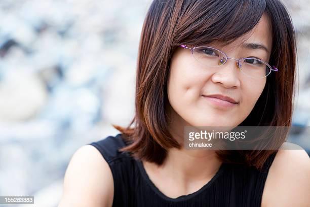 可愛らしいアジアの女性