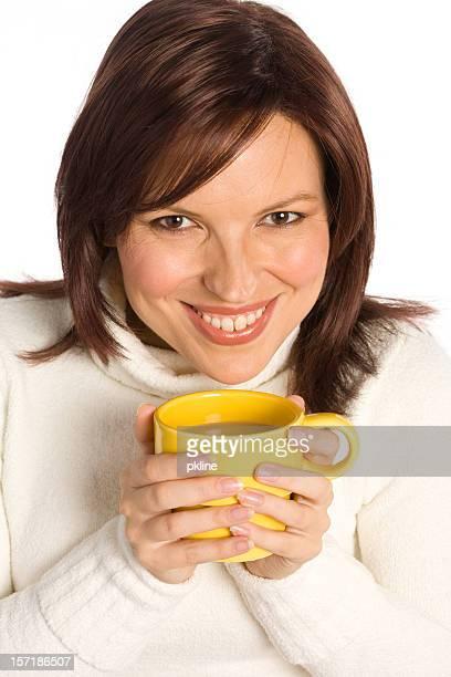 コーヒーを飲みながら美しい女性