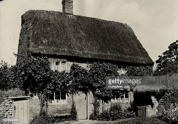 Pretty thatched cottages are still common in rural England This one is to be found near Wroxton Oxfordshire