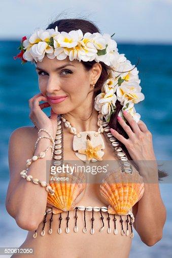 Schöne Frau Gekleidet In Hawaii Kostüm Stock Foto Thinkstock
