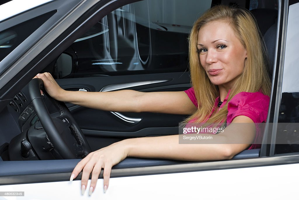 Bella donna-conducente : Foto stock