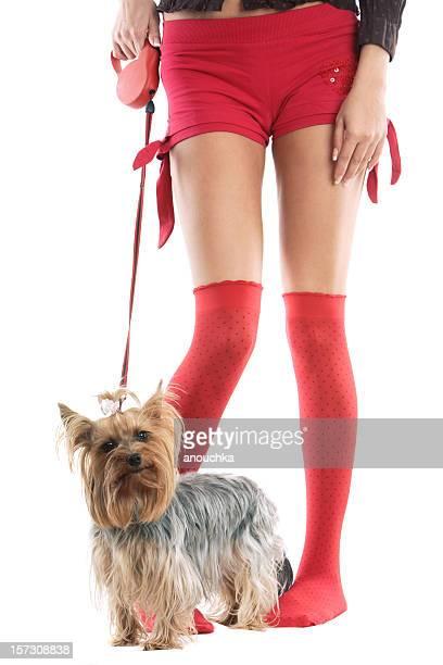 Hermosa mujer con perro