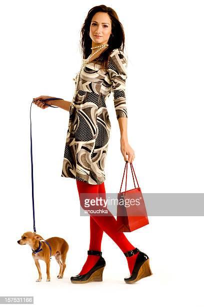 Hübsche Junge Frau zu ihrem schönen chihuahua