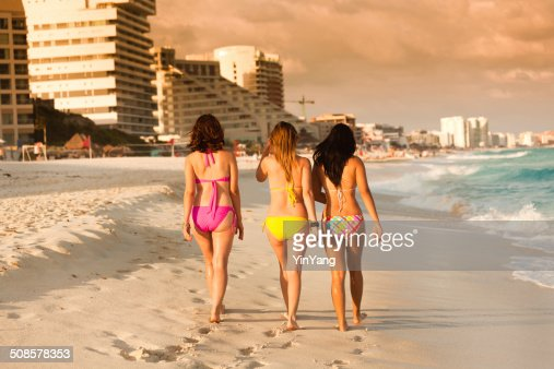 Pretty Young Women Walking on the Beach of Cancun Mexico : Stock Photo