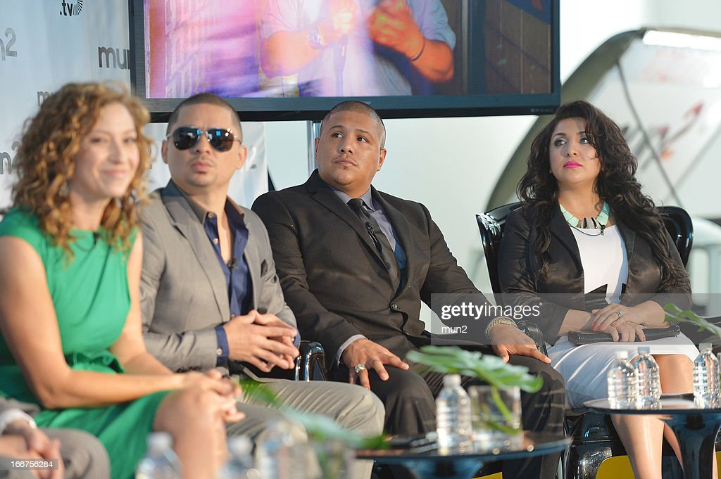 MUN2 - EVENTS -- Pre-Upfront Press Conference -- Pictured: (L-R) MUN2 General Manager Diana Mogollon, Musician <a gi-track='captionPersonalityLinkClicked' href=/galleries/search?phrase=Larry+Hernandez&family=editorial&specificpeople=6918528 ng-click='$event.stopPropagation()'>Larry Hernandez</a>, former professional boxer <a gi-track='captionPersonalityLinkClicked' href=/galleries/search?phrase=Fernando+Vargas+-+Pugilista&family=editorial&specificpeople=215059 ng-click='$event.stopPropagation()'>Fernando Vargas</a>, and Martha Vargas. --
