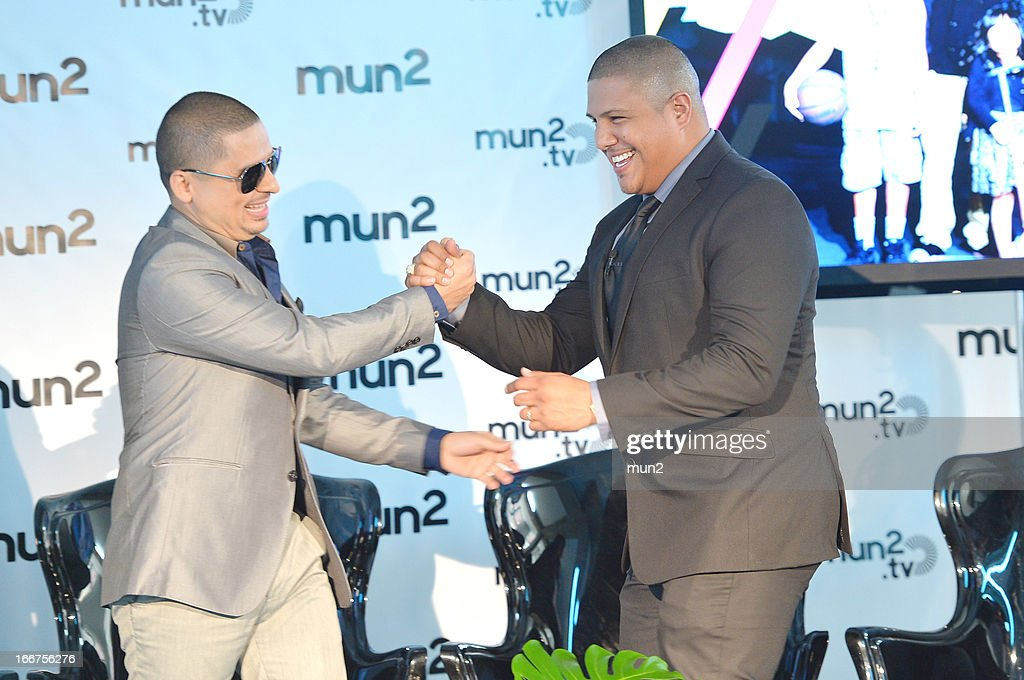 MUN2 - EVENTS -- Pre-Upfront Press Conference -- Pictured: Musician Larry Hernandez (L) and former professional boxer Fernando Vargas--
