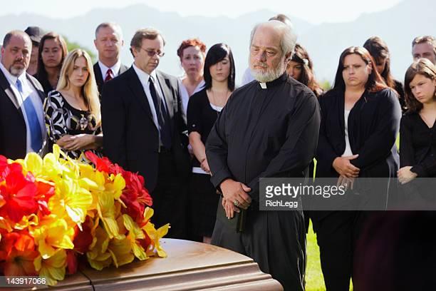 Sacerdote en Funeral