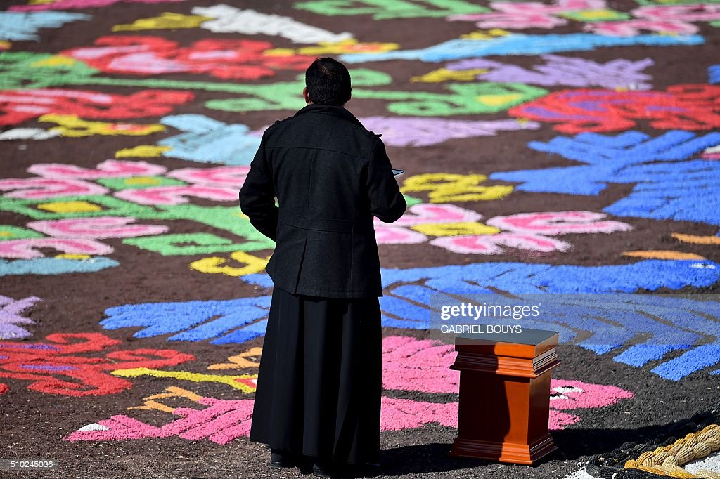 A priest waits for Pope Francis to celebrate an open-air mass at the Study Center in Ecatepec, near Mexico City on February 14, 2016. Pope Francis waded into one of Mexico's most dangerous cities on Sunday to celebrate an open-air mass with more than 300,000 Catholic faithful longing for a message of peace. AFP PHOTO / GABRIEL BOUYS / AFP / GABRIEL BOUYS