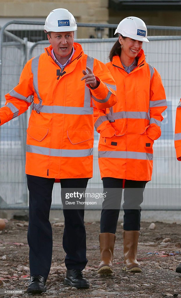 Prime Minister David Cameron and his wife Samantha during a visit to Story Homes Help to Buy development site on May 6, 2015 in Lancaster, England. Britain's political leaders are campaigning in a final day's push for votes ahead of what is predicted to be the closest General Election for a generation.