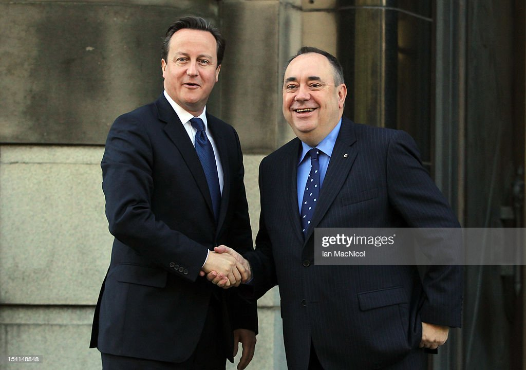 Prime Minister <a gi-track='captionPersonalityLinkClicked' href=/galleries/search?phrase=David+Cameron+-+Politiker&family=editorial&specificpeople=227076 ng-click='$event.stopPropagation()'>David Cameron</a> and Scottish First Minister <a gi-track='captionPersonalityLinkClicked' href=/galleries/search?phrase=Alex+Salmond&family=editorial&specificpeople=857688 ng-click='$event.stopPropagation()'>Alex Salmond</a> meet on the steps of St Andrews House prior to their meeting to set out Independence Referendum deal on October 15, 2012 in Edinburgh, Scotland.