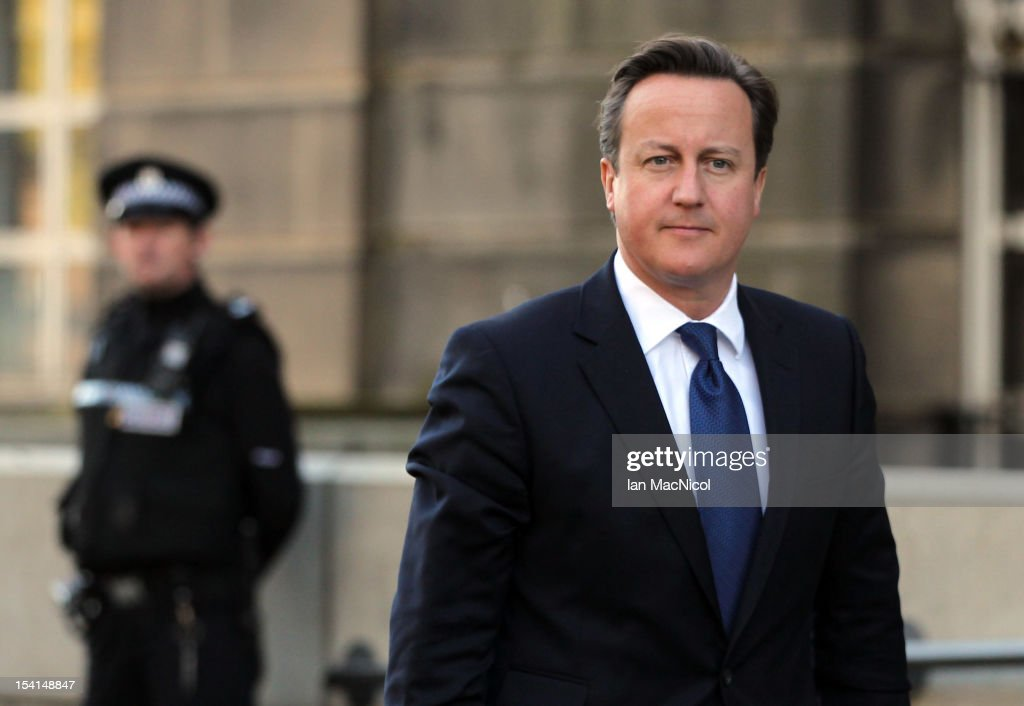 Prime Minister <a gi-track='captionPersonalityLinkClicked' href=/galleries/search?phrase=David+Cameron+-+Pol%C3%ADtico&family=editorial&specificpeople=227076 ng-click='$event.stopPropagation()'>David Cameron</a> arrives to meet Scottish First Minister Alex Salmond on the steps of St Andrews House prior to their meeting to set out Independence Referendum deal on October 15, 2012 in Edinburgh, Scotland.