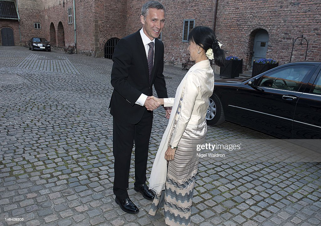 Prime Minister <a gi-track='captionPersonalityLinkClicked' href=/galleries/search?phrase=Jens+Stoltenberg&family=editorial&specificpeople=558620 ng-click='$event.stopPropagation()'>Jens Stoltenberg</a> of Norway (L) welcomes Nobel Peace Prize Laureate <a gi-track='captionPersonalityLinkClicked' href=/galleries/search?phrase=Aung+San+Suu+Kyi&family=editorial&specificpeople=214208 ng-click='$event.stopPropagation()'>Aung San Suu Kyi</a> of Burma at a dinner reception Akerhus Castle on June 15, 2012 in Oslo, Norway.
