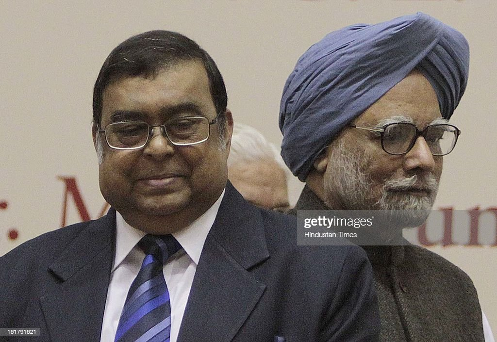 Prime Minister Manmohan Singh and Chief Justice of India Justice Altamas Kabir(L) during the Golden Jubilee Celebrations of the Bar Council of India on February 16, 2013 in New Delhi, India.