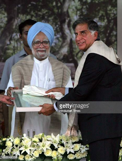 Prime Minister Manmohan Singh confers a Doctorate of Literature to Ratan Tata during the 66th Annual convacation of Tata Institute of Social Sciences...