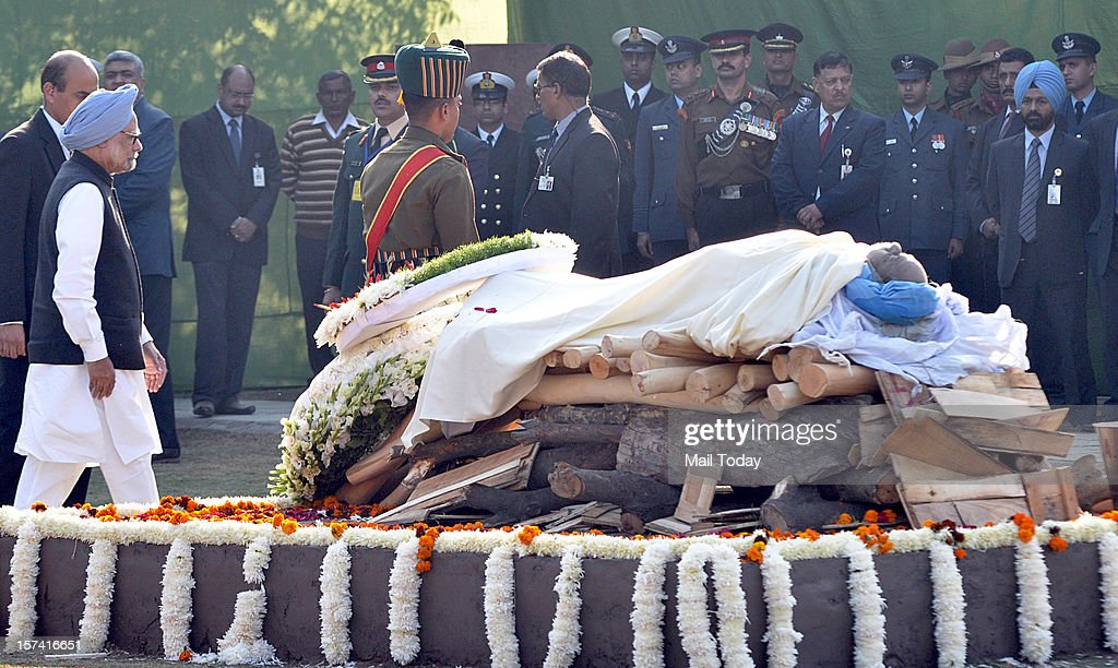 Prime Minister Manmohan Singh during the cremation of former Prime Minister IK Gujral at Smriti Sthal in New Delhi on Saturday.