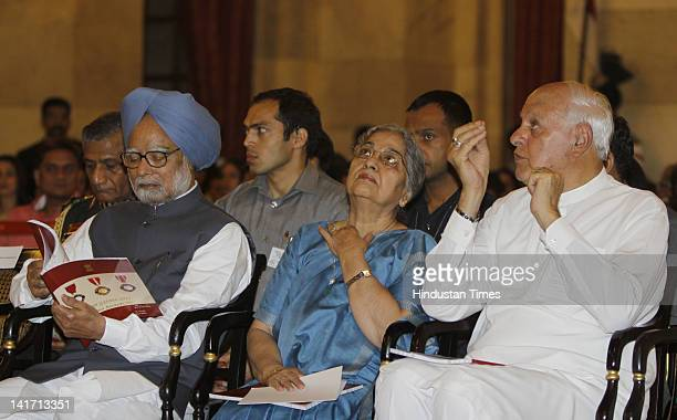Prime Minister Manmohan Singh looks on with his wife Gursharan Kaur and Union Minister for New and Renewable Energy Farooq Abdullah during the Padma...