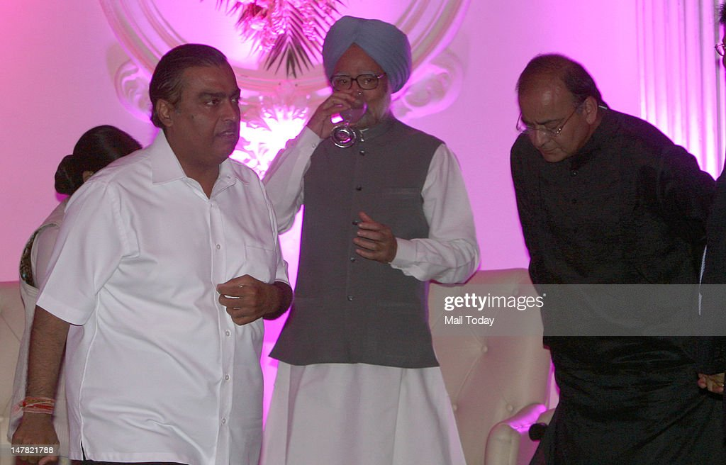 Prime Minister Manmohan Singh, Opposition leader Arun Jaitley and industrialist Mukesh Ambani at the BJP national president Nitin Gadkar son wedding reception in New Delhi on Monday