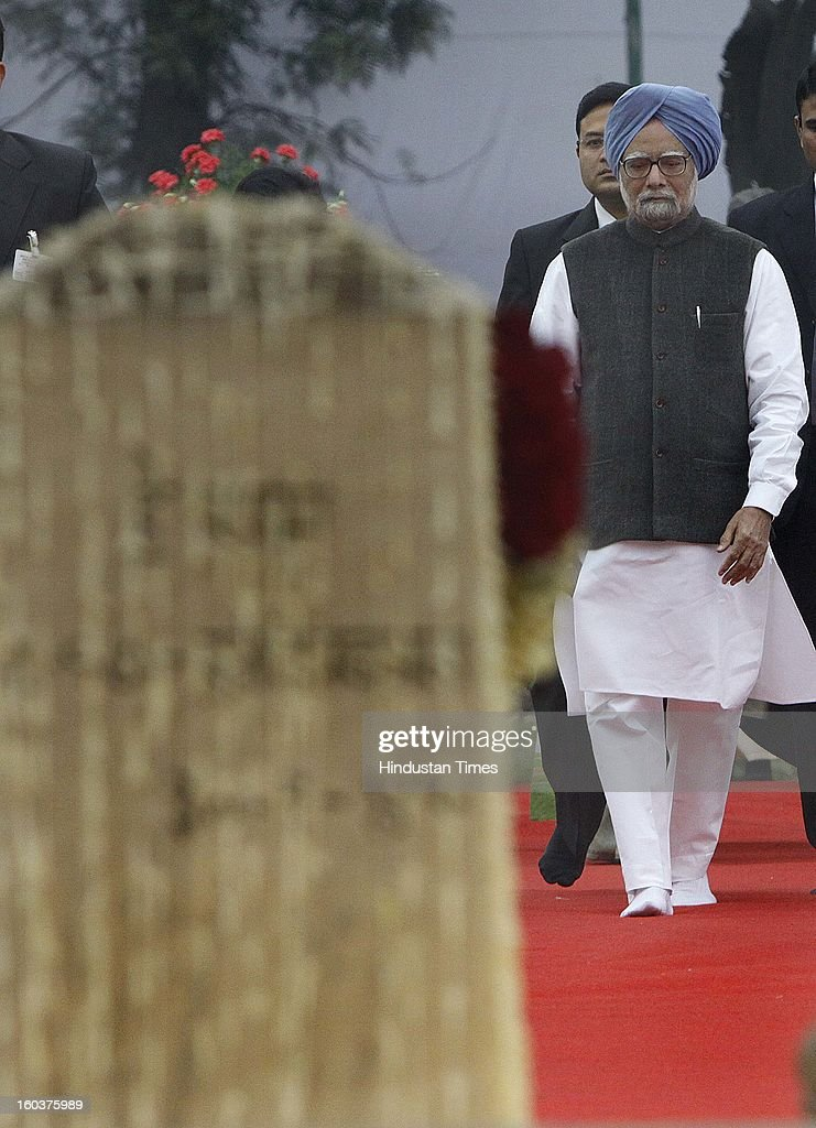 Prime Minister Manmohan Singh paying tributes to father of the Nation Mahatma Gandhi on his death anniversary, observed as Martyrs' Day, at Mahatma Gandhi Martyrdom on January 30, 2013 in New Delhi, India.