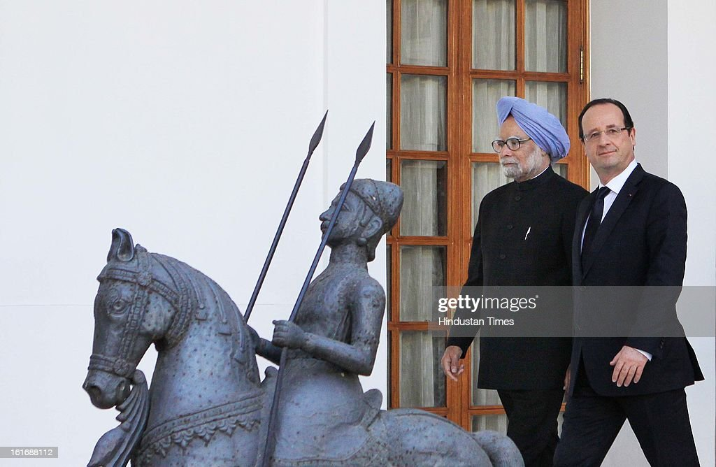 Prime minister Manmohan Singh with French President Francois Hollande at Hyderabad House before the signing agreements on February 14, 2013 in New Delhi, India.