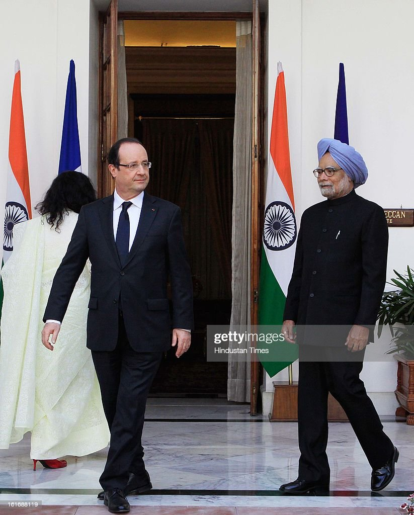 Prime minister Manmohan Singh (R) with French President Francois Hollande (L) at Hyderabad House before the signing agreements on February 14, 2013 in New Delhi, India.