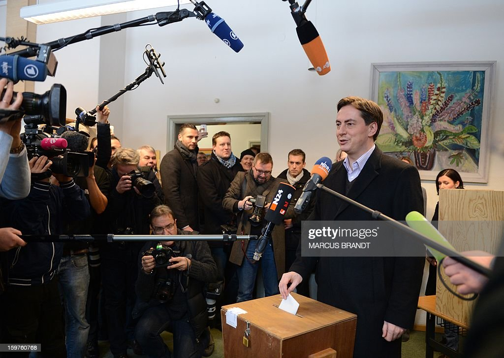 Prime Minister of German Federal State, Lower-Saxony, David McAllister casts his ballot surrounded by journalists at a polling station on January 20, 2013 on polling day in Bad Bederkesa, Germany (Lower Saxony). AFP PHOTO / MARCUS BRANDT GERMANY OUT