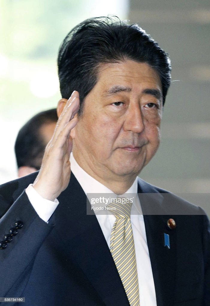 Prime Minister Shinzo Abe arrives at his office in Tokyo on May 30, 2016. It was reported that Abe will not dissolve the House of Representatives in summer to call a general election over the envisioned postponement of a consumption tax increase.