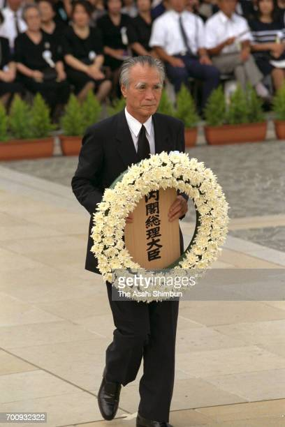 Prime Minister Tomiichi Murayama offers a wreath during the memorial ceremony on the 50th anniversary of the Nagasaki Abomb dropping at the Peace...