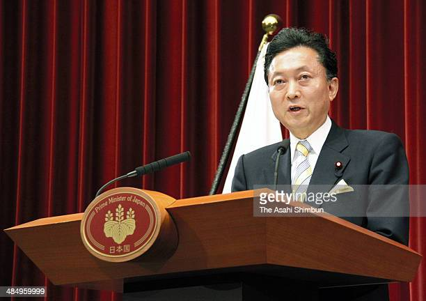 Prime Minister Yukio Hatoyama attends his first press conference at prime minister's official residence on September 16 2009 in Tokyo Japan Yukio...