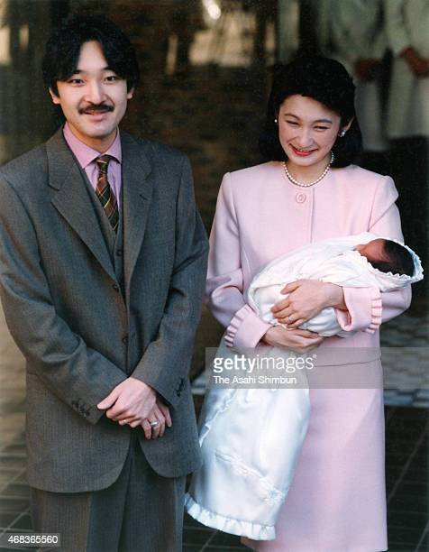 Prince Akishino and Princess Kiko of Akishino holding her second daughter Kako are seen the Imperial Household Agency Hospital on January 6 1995 in...