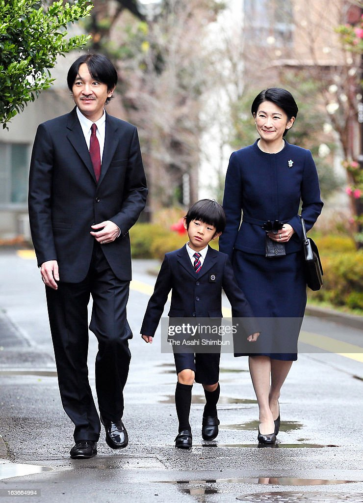 Prince Akishino, <a gi-track='captionPersonalityLinkClicked' href=/galleries/search?phrase=Prince+Hisahito&family=editorial&specificpeople=3197577 ng-click='$event.stopPropagation()'>Prince Hisahito</a> and Princess Kiko of Akishino arrive at Ochanomizu University Kindergarten on March 14, 2013 in Tokyo, Japan. <a gi-track='captionPersonalityLinkClicked' href=/galleries/search?phrase=Prince+Hisahito&family=editorial&specificpeople=3197577 ng-click='$event.stopPropagation()'>Prince Hisahito</a> graduates the kindergarten.