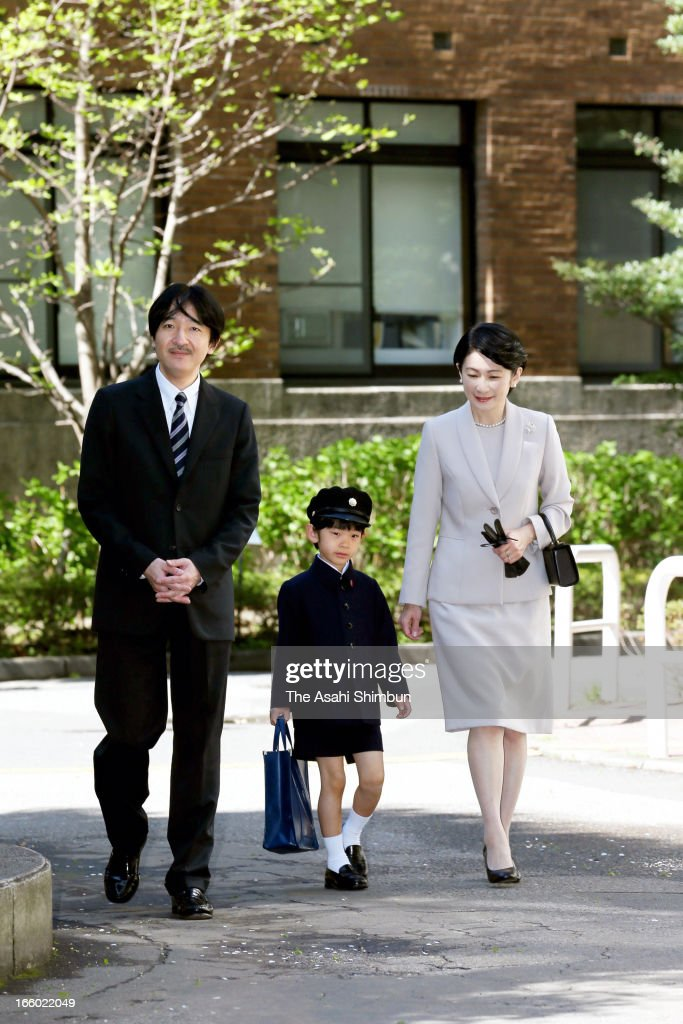 Prince Akishino, <a gi-track='captionPersonalityLinkClicked' href=/galleries/search?phrase=Prince+Hisahito&family=editorial&specificpeople=3197577 ng-click='$event.stopPropagation()'>Prince Hisahito</a> and Princess Kiko of Akishino arrive at Ochanomizu University Elementary School to attend <a gi-track='captionPersonalityLinkClicked' href=/galleries/search?phrase=Prince+Hisahito&family=editorial&specificpeople=3197577 ng-click='$event.stopPropagation()'>Prince Hisahito</a>'s entering ceremony on April 7, 2013 in Tokyo, Japan.