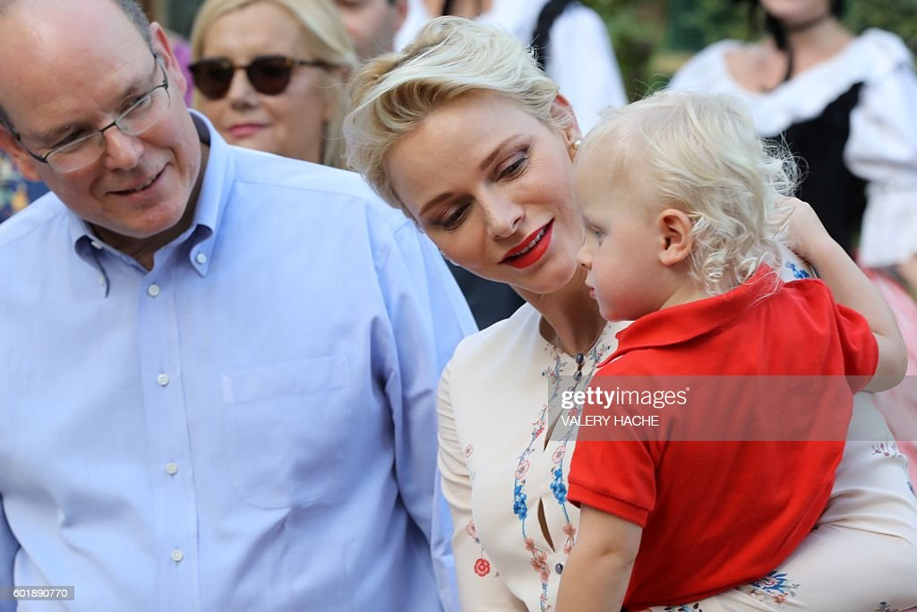 Prince Albert II and his wife Princess Charlene of Monaco arrive with Prince Jacques, the heir apparent to the Monegasque throne to take part in the traditional Monaco's picnic, on September 10, 2015 at Monaco. / AFP / POOL / VALERY