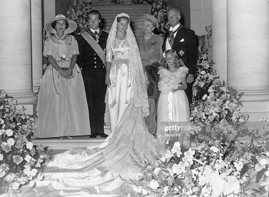 Prince Albert of Belgium, later King Albert II of Belgium and his bride Princess Paola (later Queen Paola of Belgium) pose with family members for a special picture after their wedding day, 3rd July 1959. L - R; Princess Lilian of Belgium (1916 - 2002) Prince Albert of Belgium, later King Albert II of Belgium, Princess Paola of Belgium (later Queen Paola of Belgium), Donna Luisa Ruffo di Calabria, Ex-King Leopold III of Belgium (1901 - 1983), Princess Marie-Christine of Belgium.