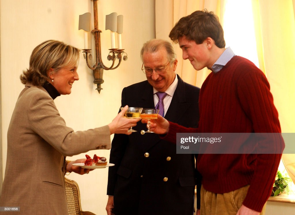 Prince Amedeo of Belgium toasts his birthday with King Albert and Queen Paola during a photocall to celebrate his 18th birthday on February 20, 2004 in Brussels, Belgium.