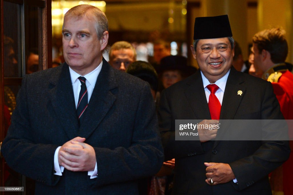 <a gi-track='captionPersonalityLinkClicked' href=/galleries/search?phrase=Prince+Andrew+-+Duke+of+York&family=editorial&specificpeople=160175 ng-click='$event.stopPropagation()'>Prince Andrew</a>, Duke of York and Indonesian President <a gi-track='captionPersonalityLinkClicked' href=/galleries/search?phrase=Susilo+Bambang+Yudhoyono&family=editorial&specificpeople=206513 ng-click='$event.stopPropagation()'>Susilo Bambang Yudhoyono</a> leave the Grosvenor House Hotel during the President's State Visit, on October 31, 2012 in London, England. The President of Indonesia is on a three day state visit to the UK and he is the first world leader to attend a state visit to the UK in the Queen's Diamond Jubilee year.
