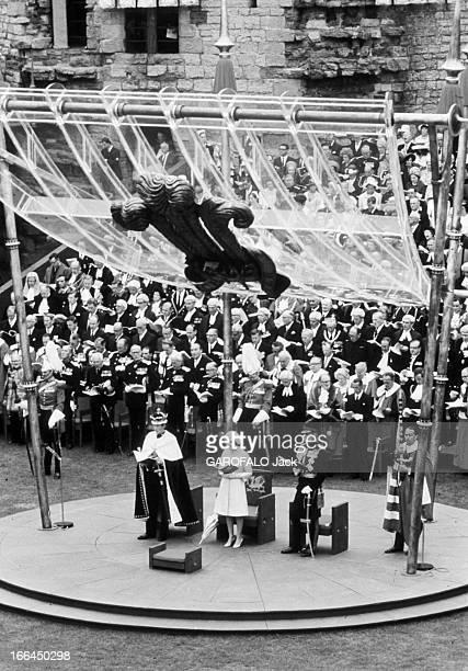 Prince Charles Enthroned Prince Of Wales Pays de Galles 1er Juillet 1969 au Château de Caernarfon l'intronisation du Prince Charles Coiffé de la...