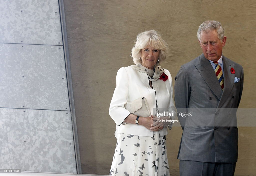 Prince Charles, Prince of Wales and his wife <a gi-track='captionPersonalityLinkClicked' href=/galleries/search?phrase=Camilla+-+Duquesa+de+Cornualles&family=editorial&specificpeople=158157 ng-click='$event.stopPropagation()'>Camilla</a>, Duchess of Cornwall during a visit to Walter Sisulu Freedom Square on November 3, 2011 in Soweto, South Africa. The Prince and Duchess are visiting South Africa as part of the Commonwealth tour.