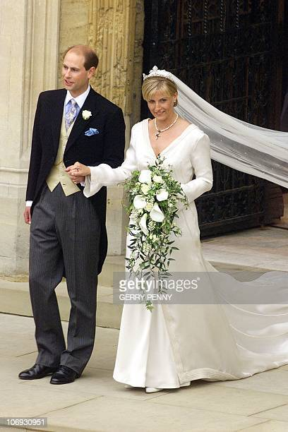 Prince Edward and Sophie RhysJones leave St George's Chapel at Windsor Castle 19 June 1999 after their wedding ELECTRONIC IMAGE AFP PHOTO WPA ROTA...