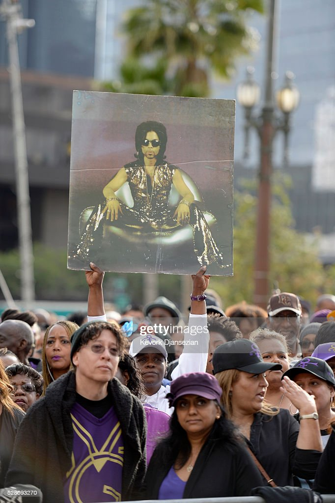 Prince fans attend the City of Los Angeles Memorial Tribute for Prince Rogers Nelson at Los Angeles City Hall on May 6, 2016 in Los Angeles, California.
